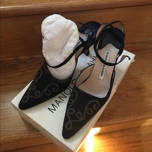 Manolo Blahnik Size 36 Low Heel Black